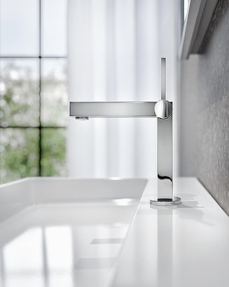Washbasin faucet on the white sink