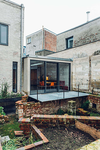 The traverse block / studio house with extension