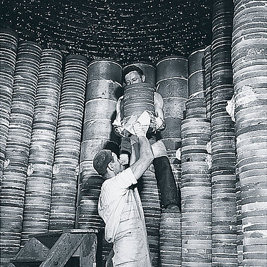 Work in the porcelain factory